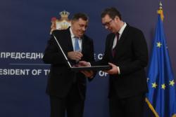 Dodik odlikovao Vučića najvišim ordenom Republike Srpske