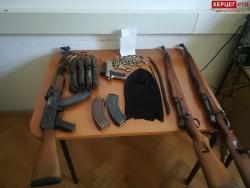 Policija pronašla oružje i municiju