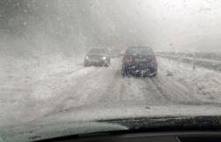 Snježna mećava u Gacku i Nevesinju, putevi prohodni