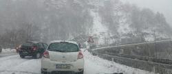 Snijeg i led u Hercegovini izazvali nekoliko saobraćajki i zastoje