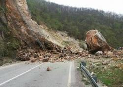 Prije čišćenja odrona na putu Foča-Sarajevo potrebno sanirati napuklu stijenu