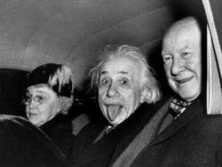Zašto Ajnštajn plazi jezik na jednoj od najpoznatijih fotografija?