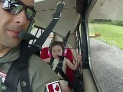 Poletjela je prvi put avionom i avantura je počela (VIDEO)
