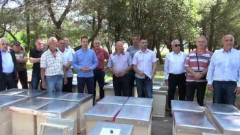 Agrarni fond donirao košnice trebinjskim pčelarima (FOTO)