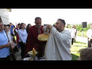 Nevesinje: Crkva Svete Trojice proslavila krsnu slavu (VIDEO)