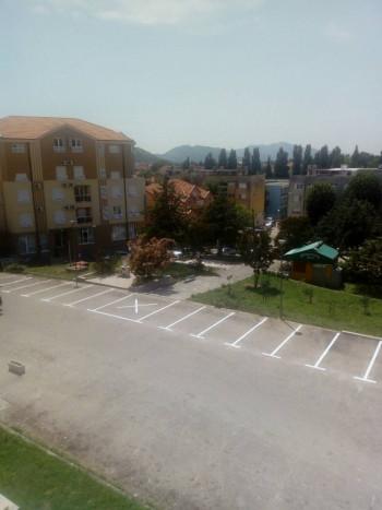 Trebinje: Nastavljeni radovi na uređenju parkinga ispred Bolnice (FOTO)