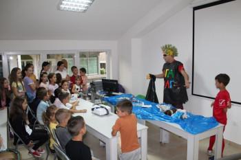 Predstava 'Super Bruno-zaštitnik prirode' razgalila mališane u Nevesinju