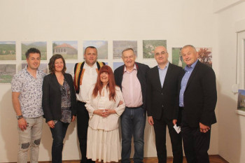 Na Ušću otvorena izložba fotografija 'Zemljom Hercegovom'