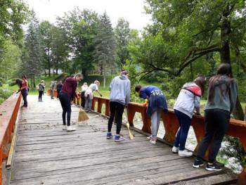 Млади из Фоче и Белгије уређују Национални парк 'Сутјеска'