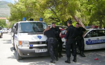 Državljanin Crne Gore izazvao nesreću pa napao policajce