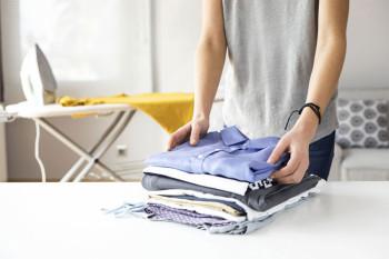 Napravite sprej koji ispravlja odjeću, bez pegle