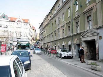 Migranti se uselili u stan Radovana Karadžića