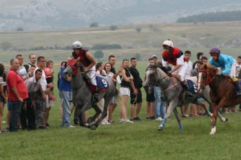 Konjskim trkama završena 143. Nevesinjska olimpijada (FOTO)