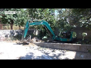 Počelo rušenje bespravno sagrađenih objekata na području grada Trebinja (VIDEO)