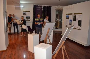 U Gradskoj galeriji u Nevesinju otvorena izložba 'Stećci - svjetska baština'