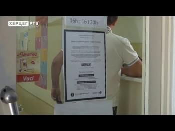 50-ak radnika trebinjskih zdravstvenih ustanova pridružilo se štrajku upozorenja, iz menadžmenta upozoravaju: Štrajk je nelegalan (VIDEO)