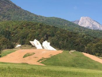 Tjentište:Sveobuhvatnom sanacijom klizišta u Dolini heroja vraćen prvobitni izgled spomenika