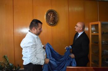 Bareljef sa likom Jovana Dučića ukrasio hol trebinjske gimnazije (FOTO)