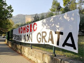 U Mostaru osvanuo transparent 'Željko Komšić - persona non grata'
