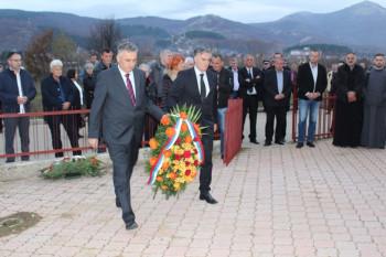 Počelo obilježavanje Mitrovdana u Nevesinju: Uručena odlikovanja porodicama poginulih boraca