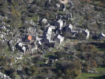 Dok se svuda grade turistička etno-sela, u Hercegovini postoji autentično selo u kamenu!