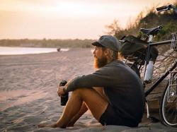 Пола године ради, пола године путује (ФОТО)