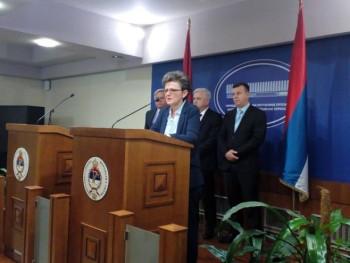 Bivši poslanici DNS-a formirali Nezavisni demokratski klub