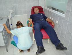 Nevesinjski policajci darovali krv