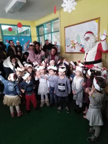 Bileća: Vrtić 'Budućnost' posjetio Deda Mraz (FOTO)