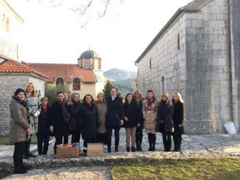 Aktiv žena SNSD Trebinje: Na Materice obradovali najmlađe (FOTO)