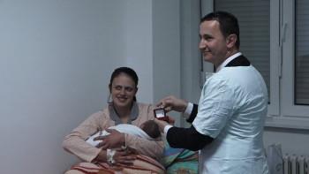 Prvorođena beba u 2019. godini u Trebinju darovana zlatnikom