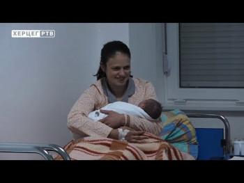 Trebinje: Prva beba darovana zlatnim dukatom (VIDEO)