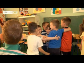 Naša radost: Počeo upis u Malu školu (VIDEO)
