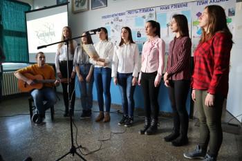 Gacko: Srednjoškolci obilježili Međunarodni dan maternjeg jezika (FOTO)
