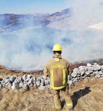 Gacko: Vatrena stihija prijeti objektima, dim otežava saobraćaj