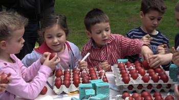 Малишани шарали васкршња јаја (ФOTO)