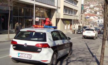 Filmska pljačka: RAZNIJELI bankomat, čuvara zatvorili