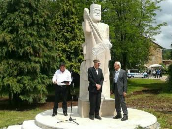 У Билећи откривен споменик Дражи Михаиловићу