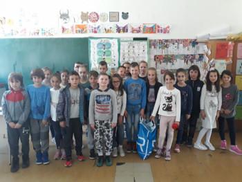 """За хуманитарну организацију """"Чепом до осмеха"""" у Билећи сакупљено 40.000 чепова"""