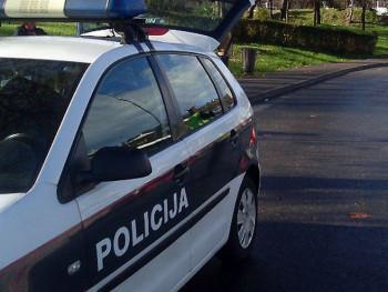 U Mostaru bačena eksplozivna naprava, oštećena tri automobila