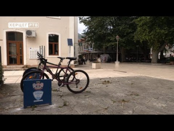 Trebinje: Na četiri lokacije postavljeni stalci za parking bicikla (VIDEO)
