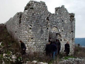 Policija zabranila liturgiju SPC u crkvi kod Ulcinja