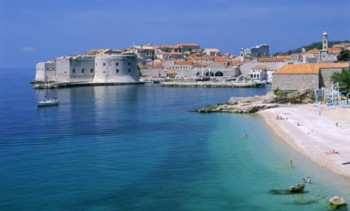 Crvena zastava na plaži u Dubrovniku-Zabranjeno kupanje
