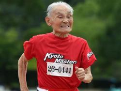 Ima 105 godina i san mu je da se trka sa Boltom (VIDEO)