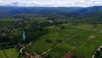 NE DAJU ZEMLJU: Povratnici traže javnu raspravu o trasi autoputa na jugu Mostara