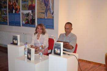 Nevesinje: U Gradskoj galeriji promovisana knjiga 'Prst sudbine'