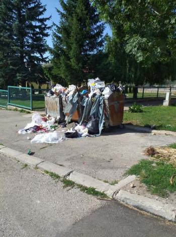 Gatačke ulice zatrpane smećem