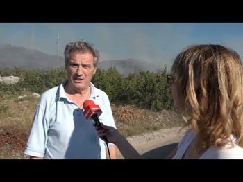 Požar na brdu Kličanj, gašenje otežava vjetar (VIDEO)