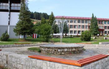 Nevesinje: Školski kompleks ukrasila nova fontana