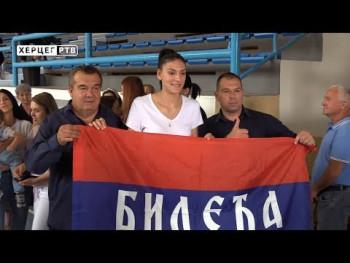 Тијана Бошковић овацијама дочекана у родној Билећи (ВИДЕО)